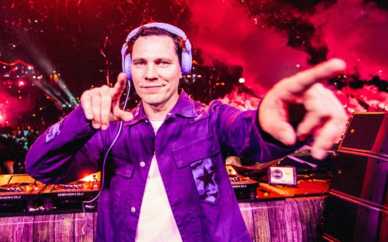 [VIDEO] Tiësto put on an amazing show at this year's Tomorrowland!