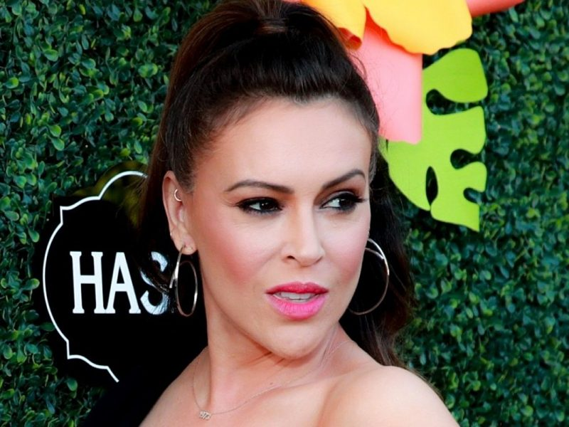Alyssa Milano Felt Like She 'Was Dying' After Getting Diagnosed With COVID-19