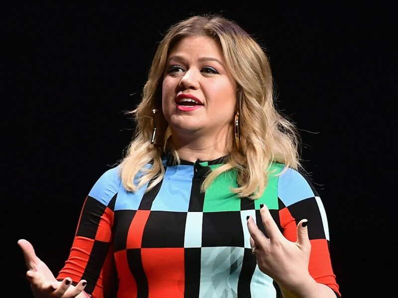 Kelly Clarkson Ordered To Pay Ex $200K a Month in Spousal, Child Support